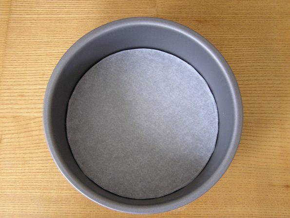 How to Base Line a Cake Tin